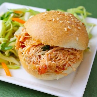 Slow-Cooker Spicy Buffalo Chicken Sandwiches / food stuff - Juxtapost