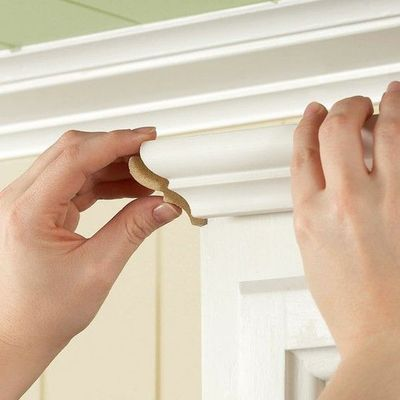 Install crown moulding on your cabinet or my bookcase for Installing crown molding on kitchen cabinets