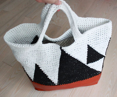 Leather Crochet Bag : crochet bag leather bottom - great diy blog in Danish, but you can ...