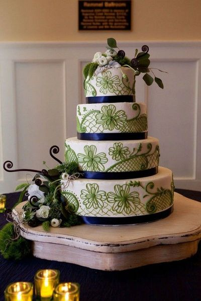 Green and blue wedding cake / wedding cakes - Juxtapost