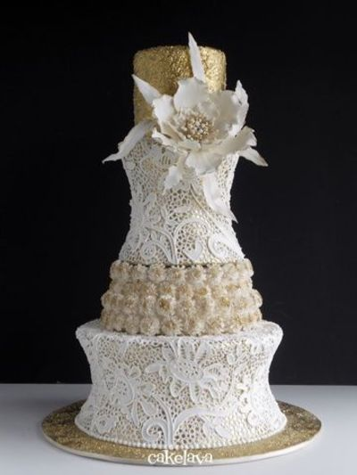 White and Gold Elegance Wedding Cake