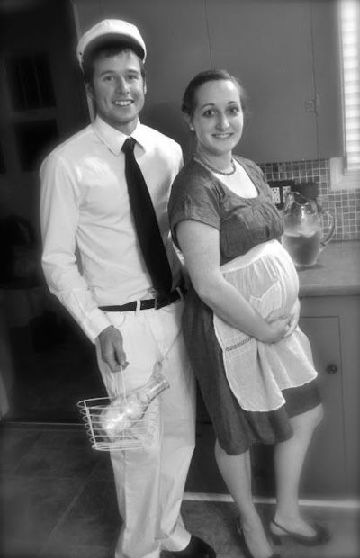 awesome halloween costume idea the pregnant housewife and the milkman