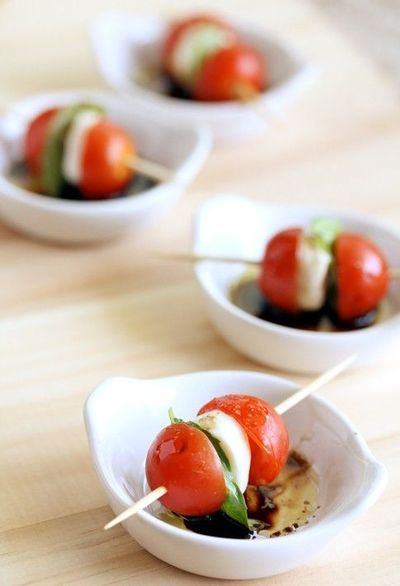 Mini Caprese Salad Skewers / eat apps! - Juxtapost