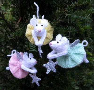 Knitting Patterns For Christmas Mice : Free knit fairy mouse pattern for your Christmas tree! / knits and kits - Jux...