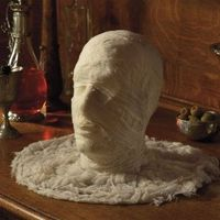 This head is dressed as a mummy and is surrounded by yards of gauze fabric, and makes a great Halloween party centerpiece on your buffet table. Styrofoam head Wrapped in cotton canvas gauze For extra effect, serve his head on a platter (not included&#...