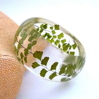 Resin and Pressed Flower Bangle. ancho 1 5/8''