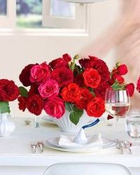 Table arrangements for your wedding in lush red hues.
