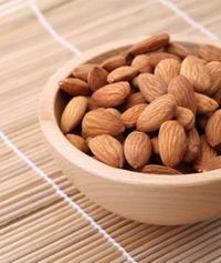 repost this if you love almonds as a #healthy #snack! (And read on to learn the perfect portion size...)