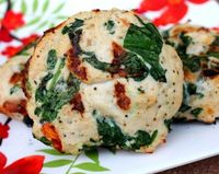 spinach and feta turkey burgers with sun-dried tomatos
