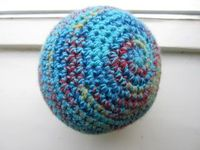 """Lutje Haakt & Meer: Bal"" - crochet ball, making this for my cat!"